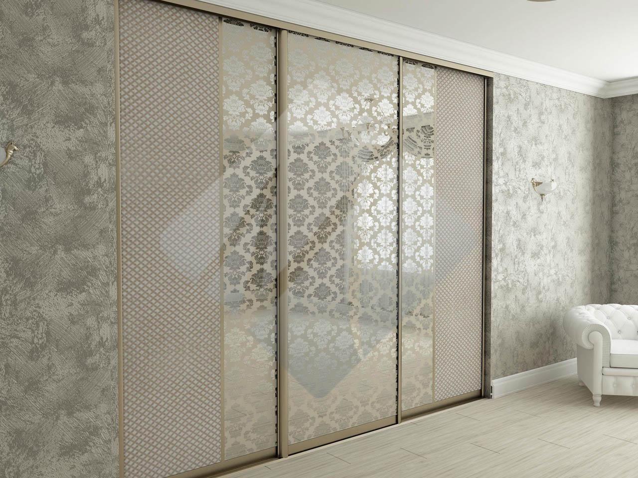 Модный 3 х дверный шкаф купе с декоративным зеркалом в москв.